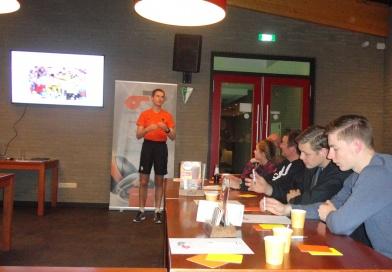 Jonge leden geven les bij donateurclubs