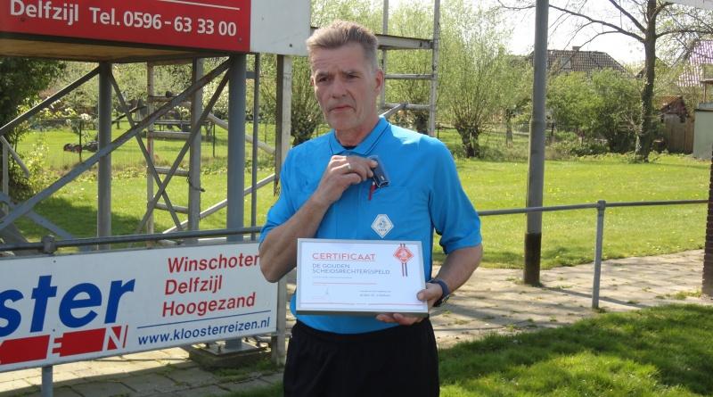 Wubbo Scholtens verrast met gouden speld.
